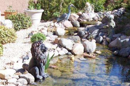 lion fountain statue
